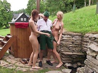 Skinny ladies' gets his dick pleased wide of Karol Lilien & Morgan Rodriguez