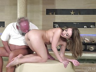 Older dude with a moved dick fucks soaked pussy of younger Emerald Ocean