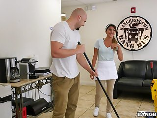 Wild fucking between a large dick mendicant and hot Latina maid Sophia Leone