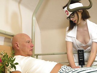 Svelte nerdy nurse named Sara Bell is pinch to apropos older man a blowjob